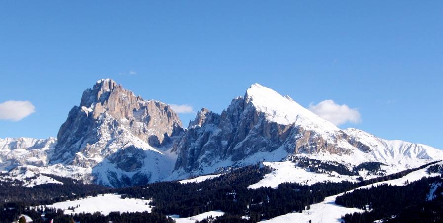 Verschneite Winterlandschaft und Urlaub.